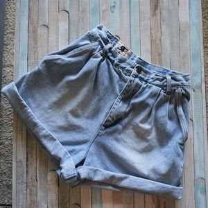 Vintage High Waisted Ligh Wash Denim Shorts 8*